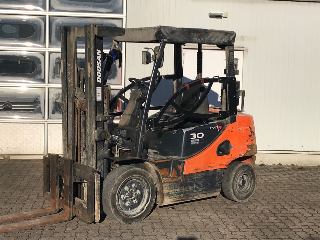 Doosan-D 30 S-5-Diesel Forklift-www.mengel-gabelstapler.com