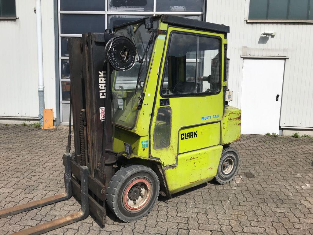 Clark-DPM 25-Diesel Forklift-www.mengel-gabelstapler.com
