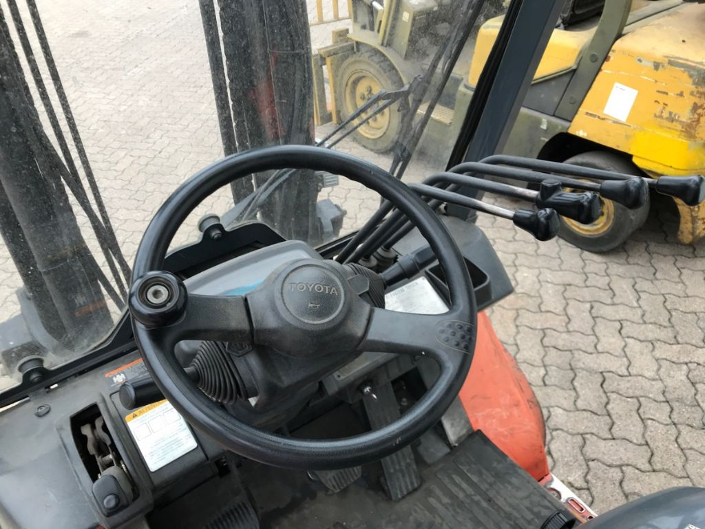 Toyota-62-7 FDF 30-Dieselstapler-www.mengel-gabelstapler.de