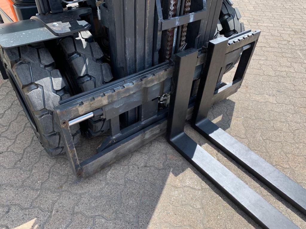Doosan-D 35 C-5-Diesel Forklift-www.mengel-gabelstapler.com