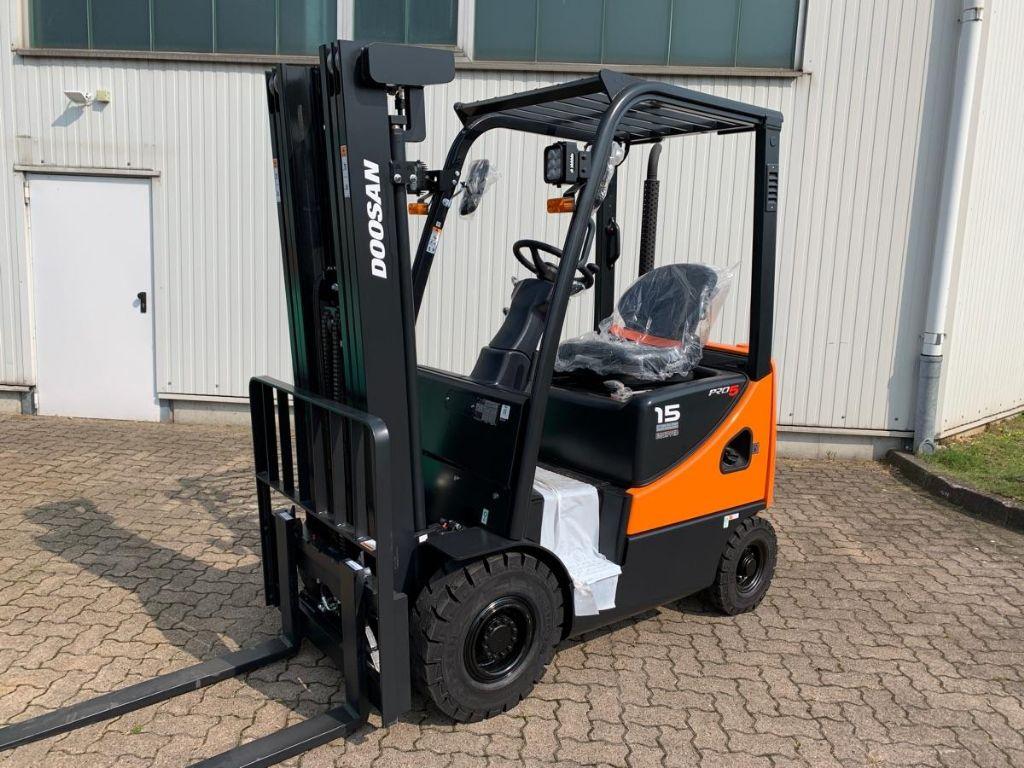Doosan-D 15 S-5-Diesel Forklift-www.mengel-gabelstapler.com