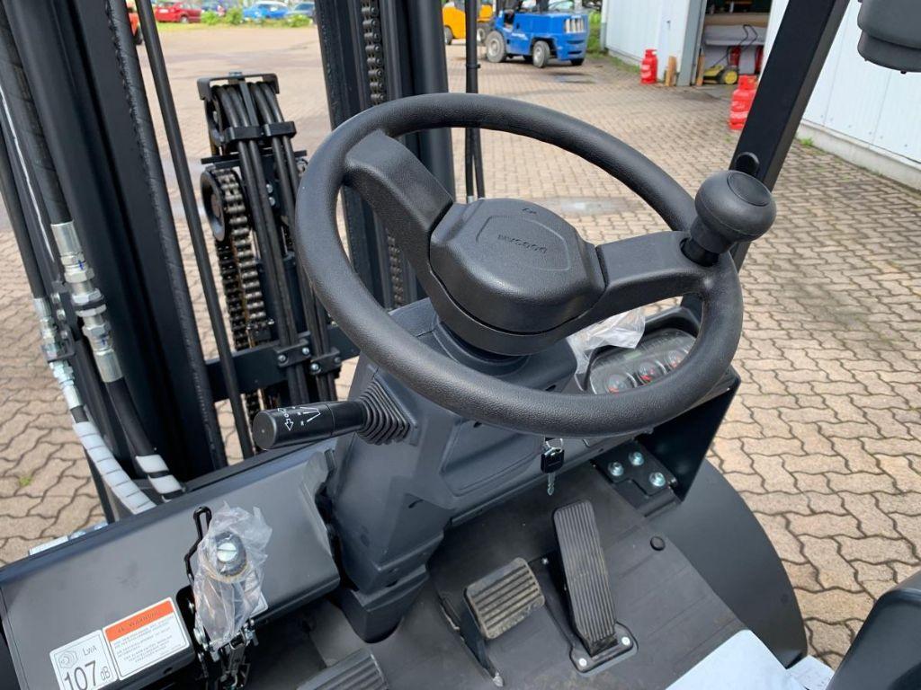 Doosan-D 30 NXP-Diesel Forklift-www.mengel-gabelstapler.com