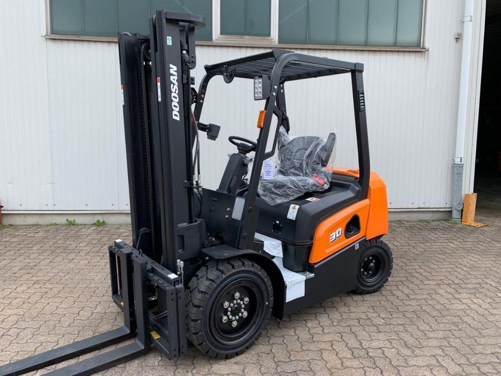 Doosan D 30 NXP Diesel Forklift www.mengel-gabelstapler.de