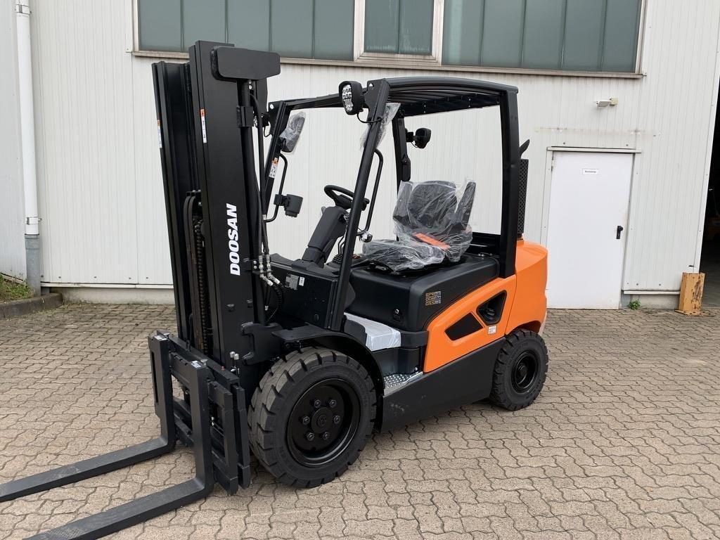 Doosan D 30 S-9 / Oktober Diesel Forklift www.mengel-gabelstapler.de