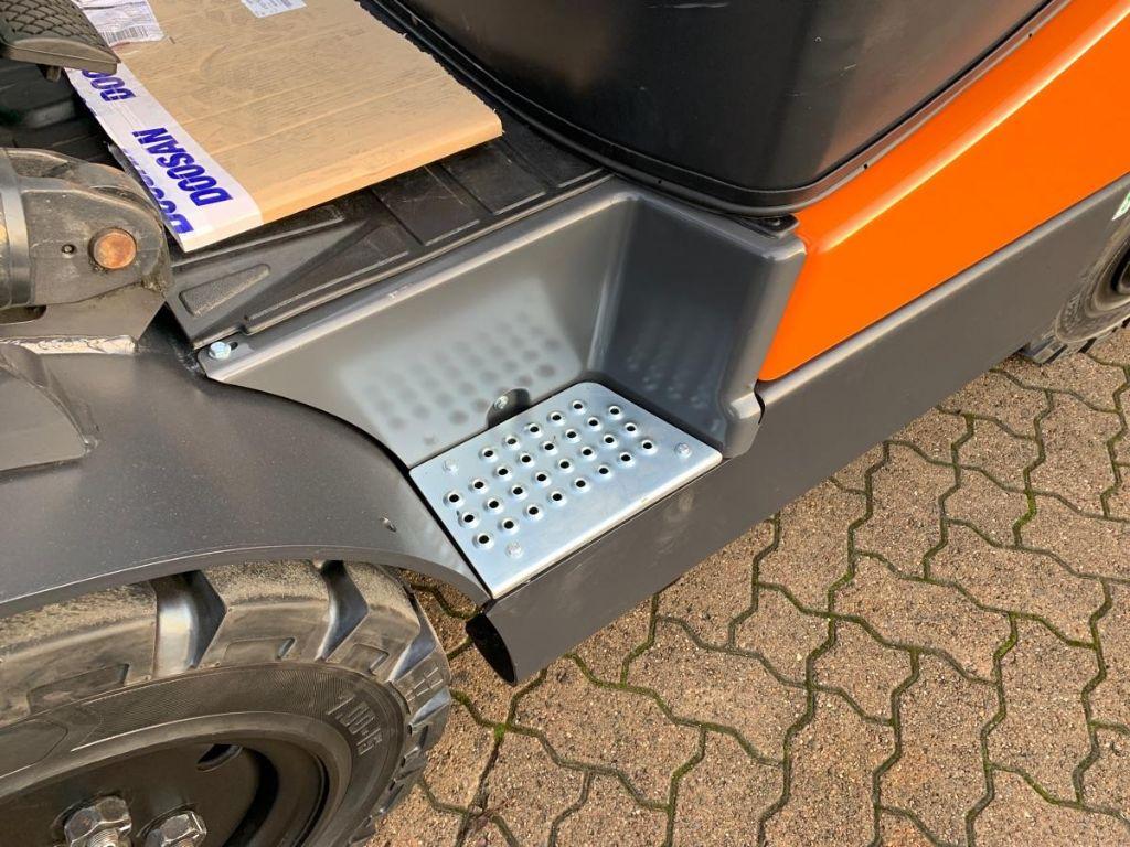 Doosan-G 25 E-5-Treibgasstapler-www.mengel-gabelstapler.de