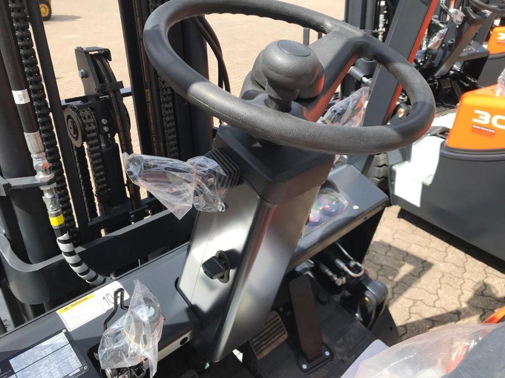 Doosan-G 30 GX Plus-Treibgasstapler-www.mengel-gabelstapler.de