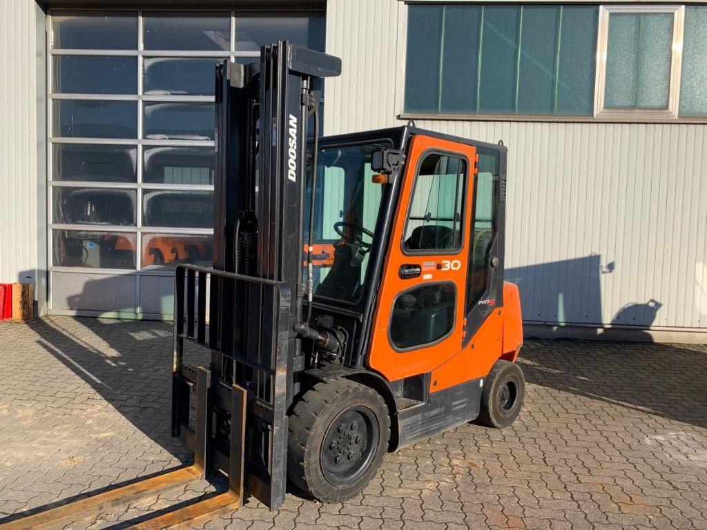 Doosan-G 30 E-5 / 4.960 Std.-LPG Forklifts-www.mengel-gabelstapler.com