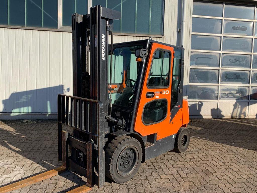 Doosan-G 30 E-5 / 5.870 Std.-LPG Forklifts-www.mengel-gabelstapler.com