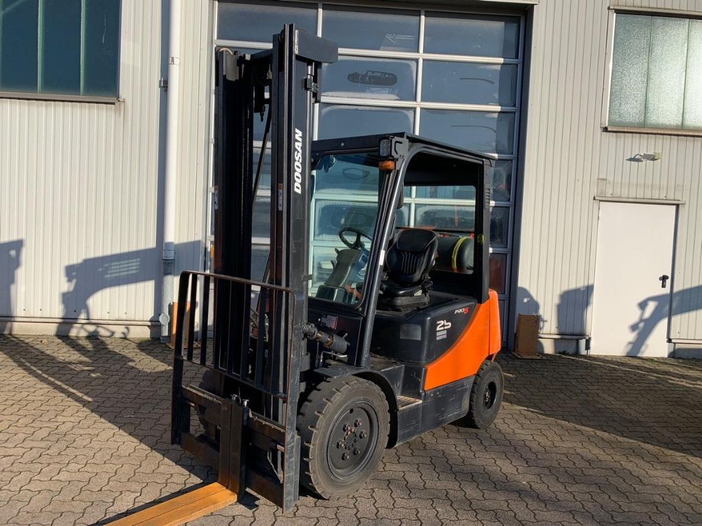 Doosan-G 25 E-5 / 5.340 Std.-LPG Forklifts-www.mengel-gabelstapler.com