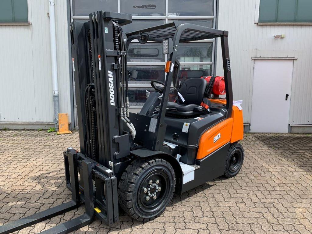 Doosan-G 30 NXP-LPG Forklifts-www.mengel-gabelstapler.com