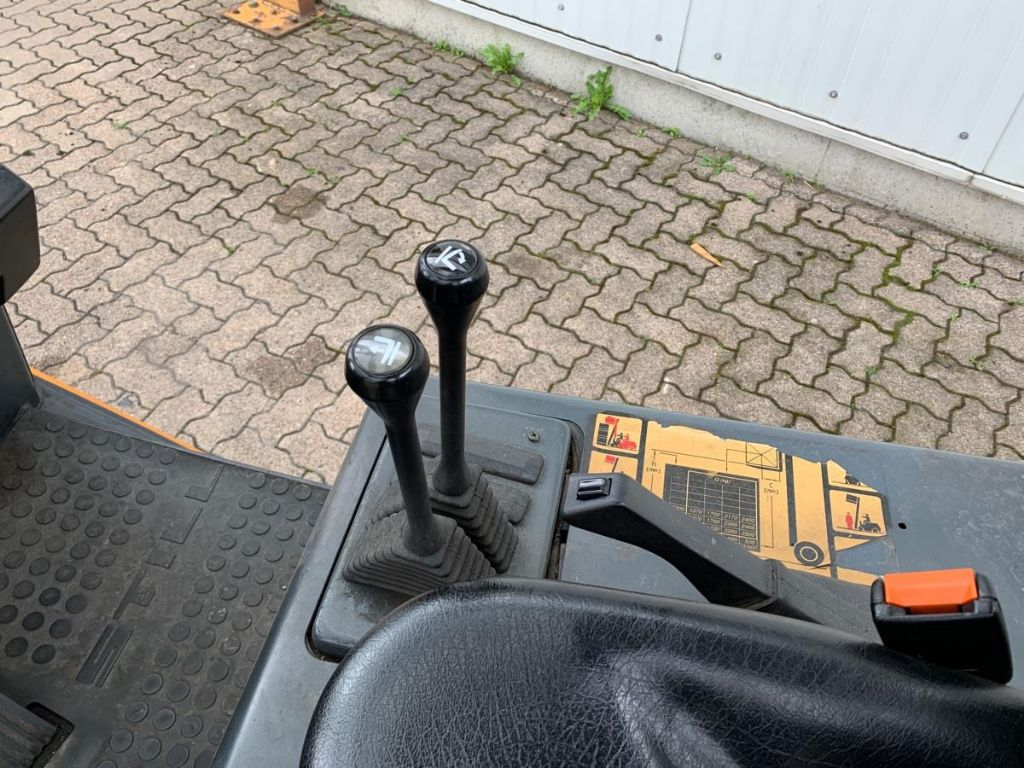 Still R 70-25 T Treibgasstapler  www.mengel-gabelstapler.de