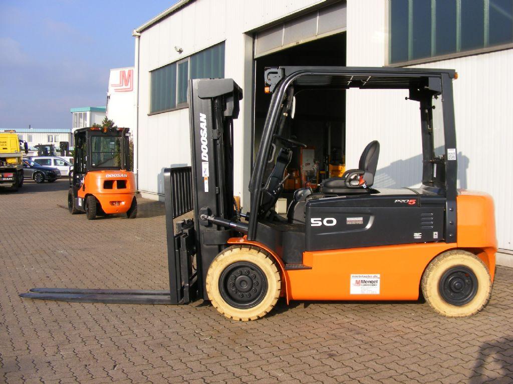 Doosan-B 50 X-5-Elektro 4 Rad-Stapler-www.mengel-gabelstapler.de