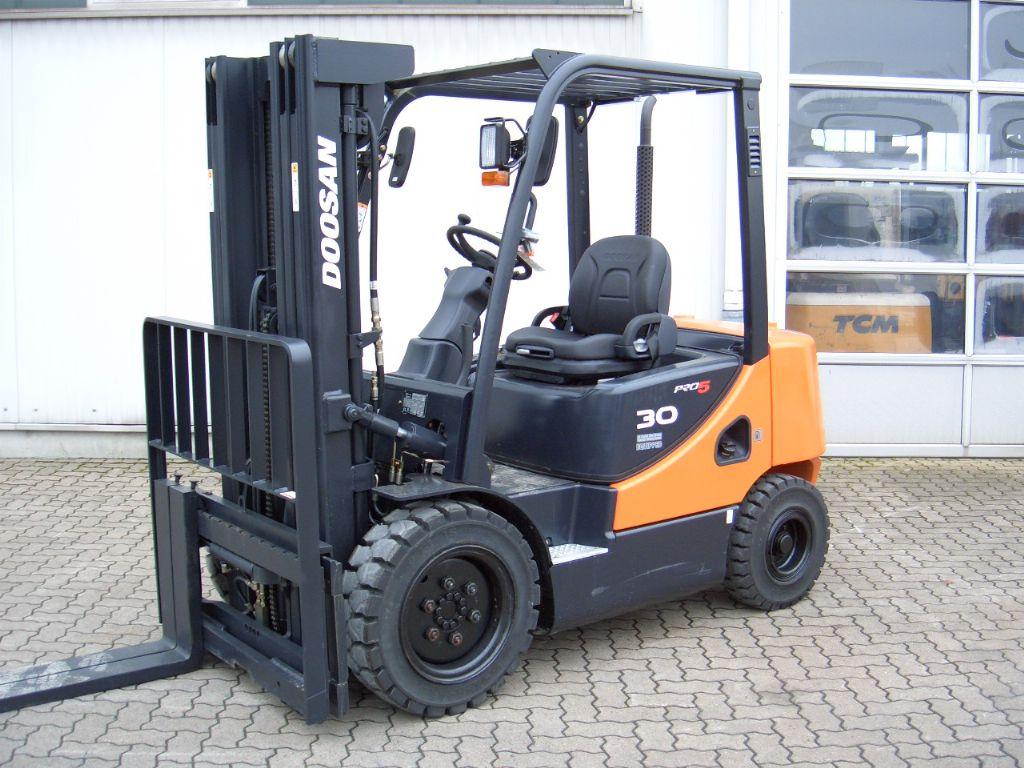 Doosan-D 30 S-5-Dieselstapler-www.mengel-gabelstapler.de