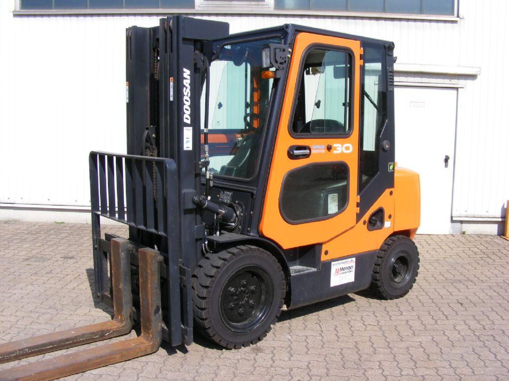 Doosan-D 30 S-7-Diesel Forklift-www.mengel-gabelstapler.com