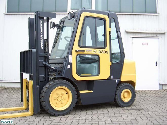 Daewoo-D 30 S-3-Diesel Forklift-www.mengel-gabelstapler.com