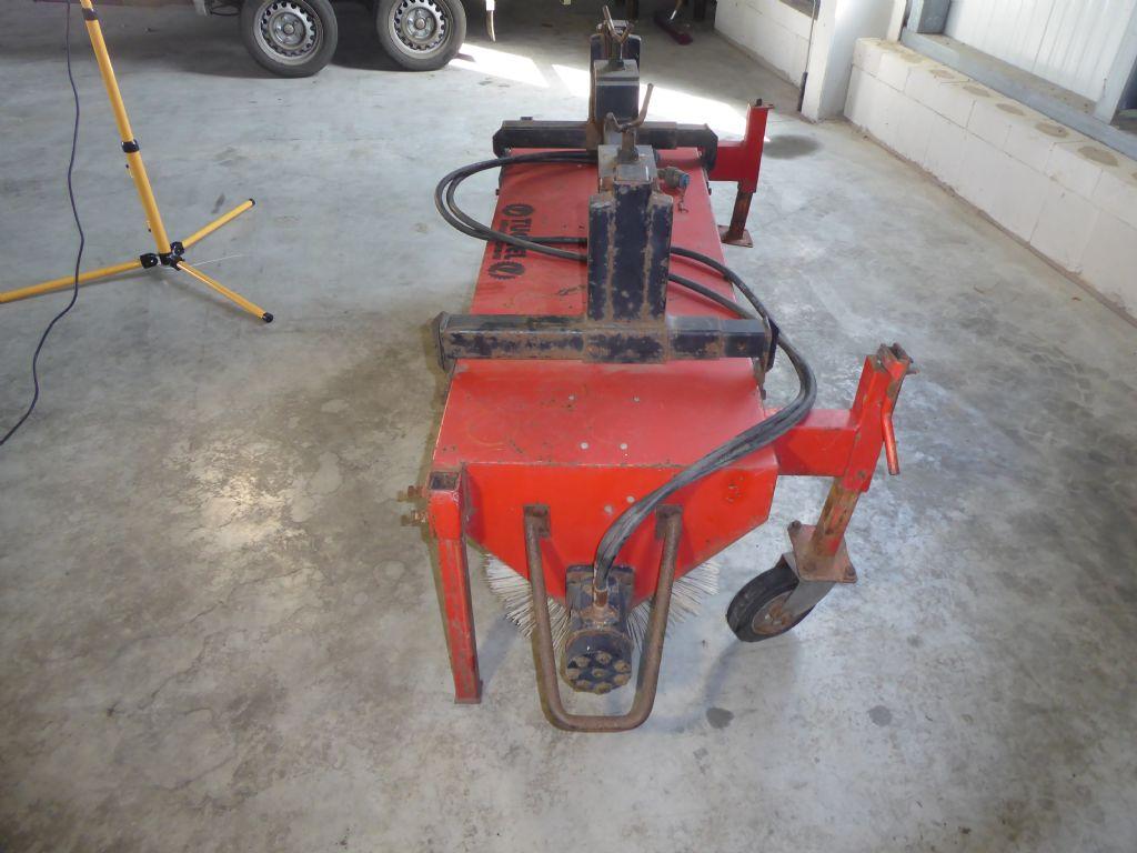 Eifel-EKM 150 HG 4-Kehrmaschine-www.gabelstapler-molde.de