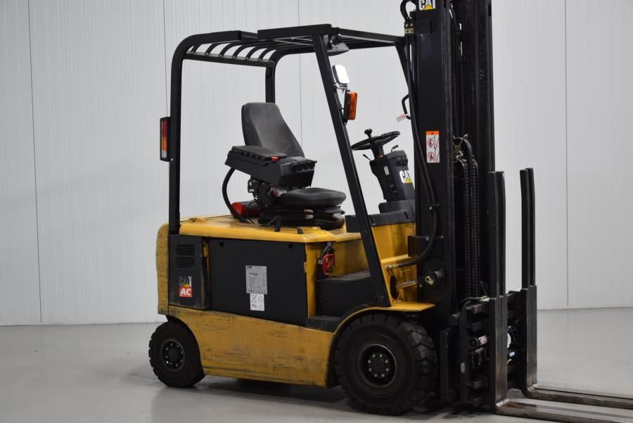 Caterpillar EP20KPAC Electric 4-wheel forklift www.mtc-forklifts.com
