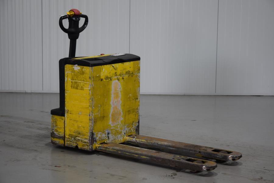 Komatsu MWP20 Electric Pallet Truck www.mtc-forklifts.com