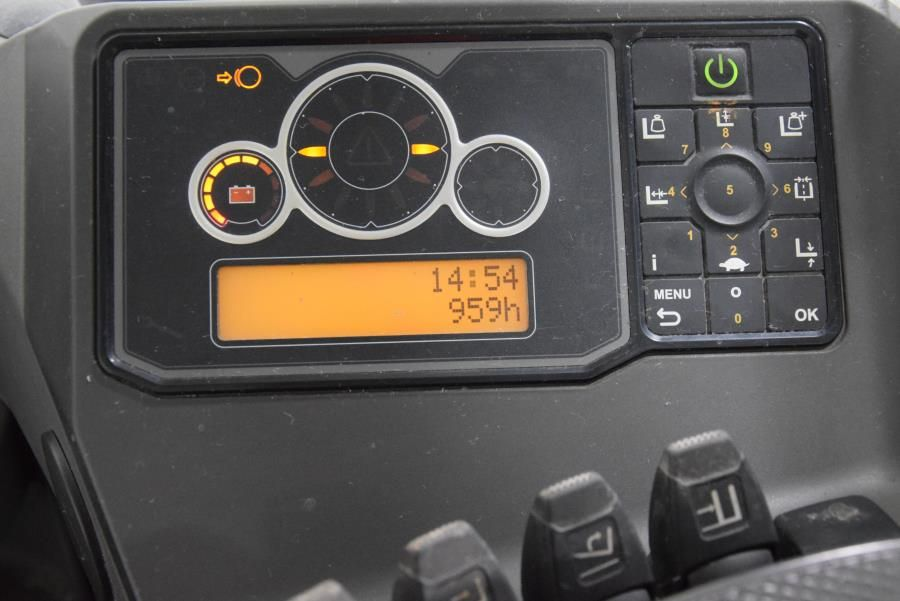 Nissan UND140D Reach Truck www.mtc-forklifts.com