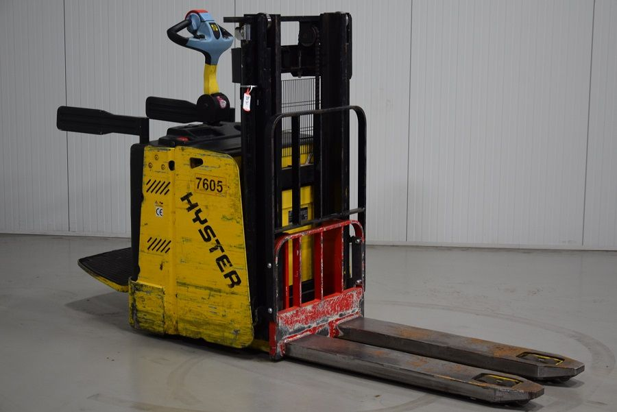 Hyster P2.0S High Lift stacker www.mtc-forklifts.com