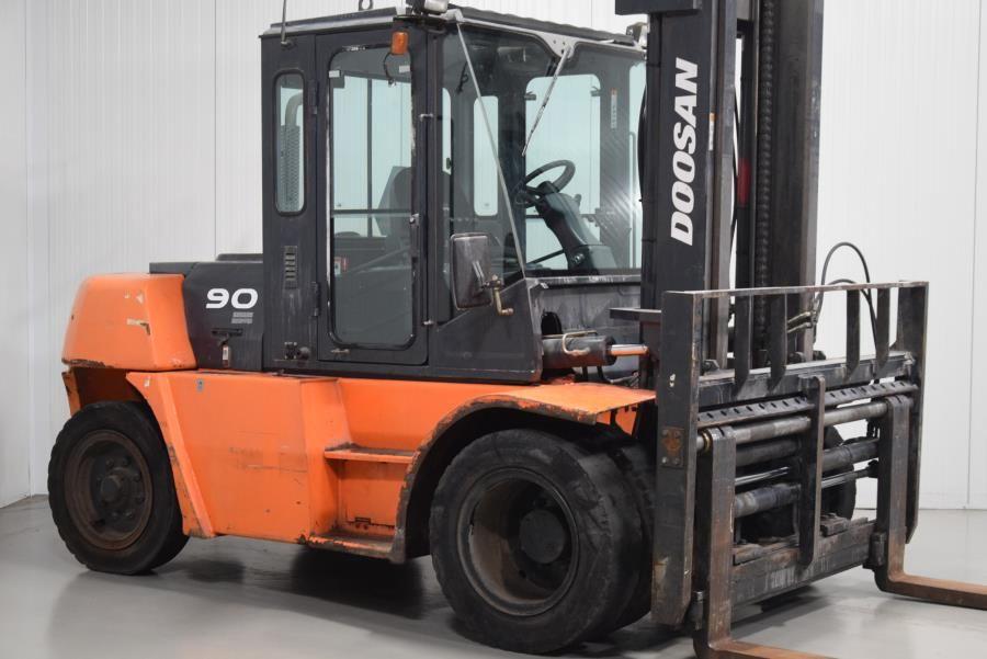 Doosan D90S-5 Diesel Forklift www.mtc-forklifts.com
