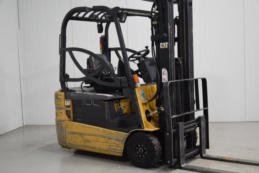 Caterpillar EP18NT Electric 3-wheel forklift www.mtc-forklifts.com