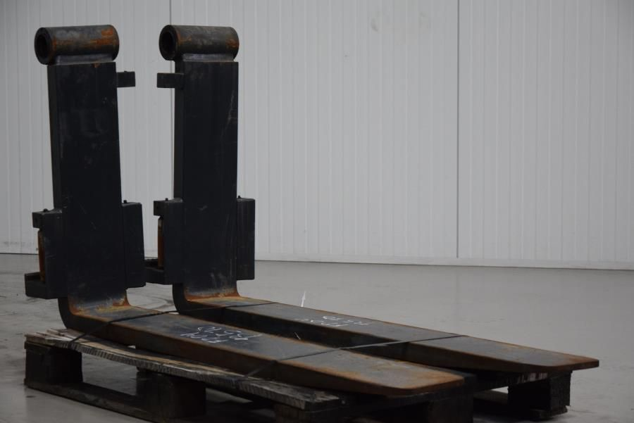 Forks Pin-type Attachments www.mtc-forklifts.com