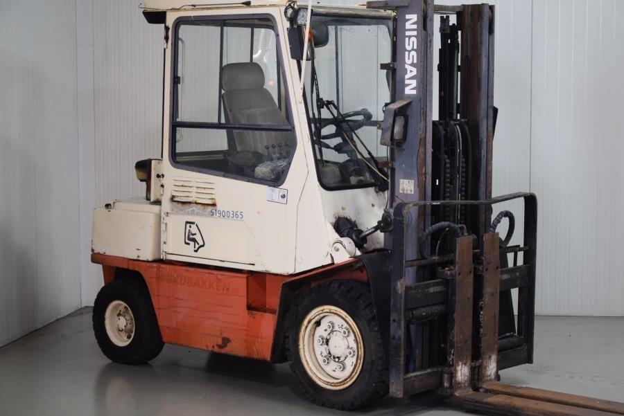 Nissan FGJ02A30U Diesel Forklift www.mtc-forklifts.com