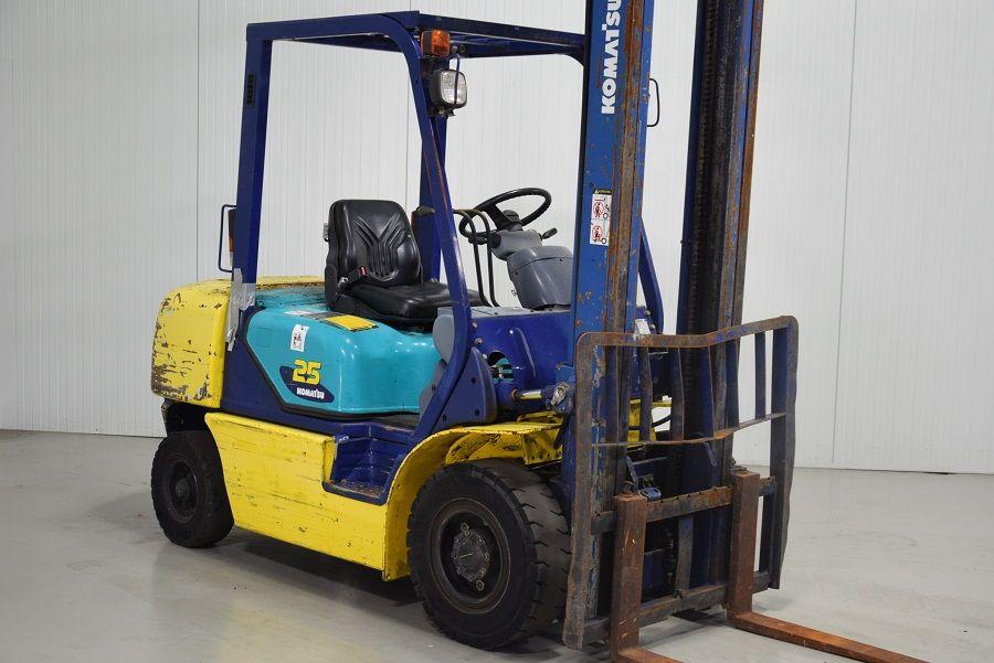 Komatsu FD25T-14 Diesel Forklift www.mtc-forklifts.com