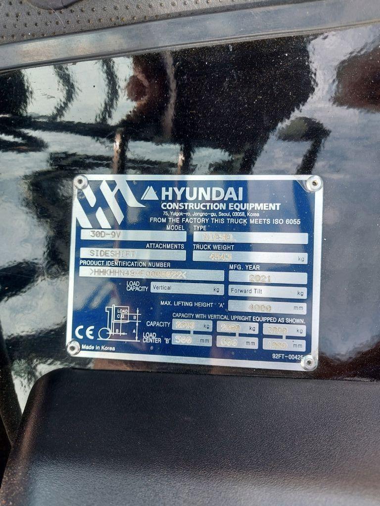 Hyundai-30D-9V V400-Dieselstapler-www.nikolic-gabelstapler.de