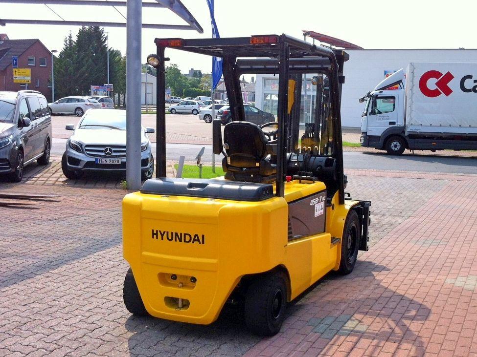 Hyundai-45B-7-Elektro 4 Rad-Stapler-www.nikolic-gabelstapler.de