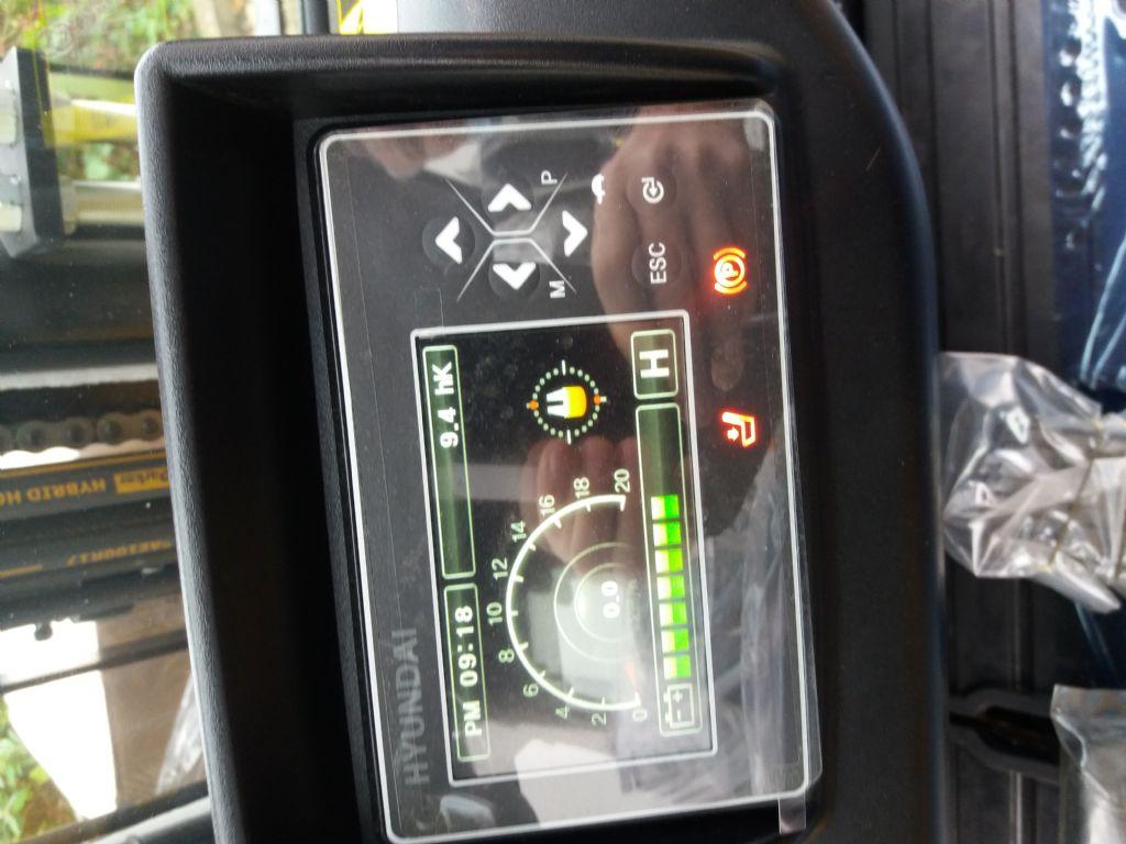 Hyundai-30B-9U TS470-Elektro 4 Rad-Stapler-www.nikolic-gabelstapler.de