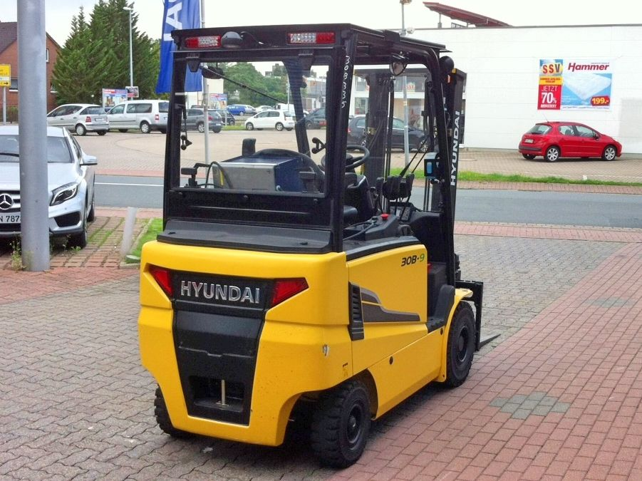 Hyundai-30 B-9-Elektro 4 Rad-Stapler-www.nikolic-gabelstapler.de