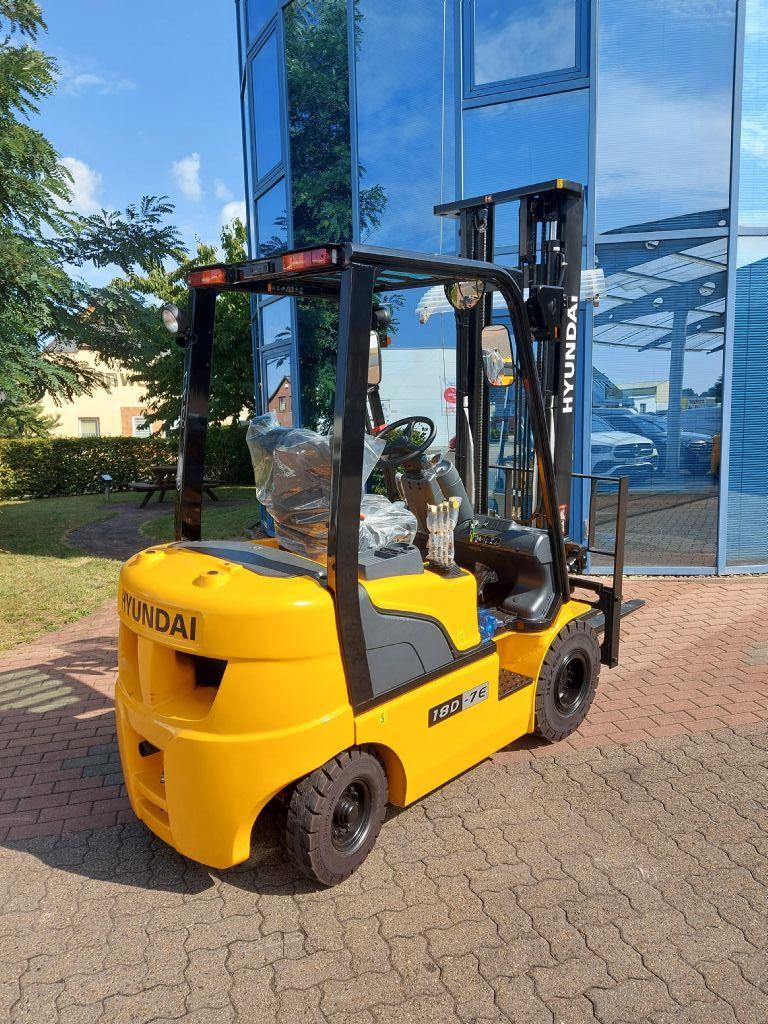 Hyundai-18D-7E V400-Dieselstapler-www.nikolic-gabelstapler.de