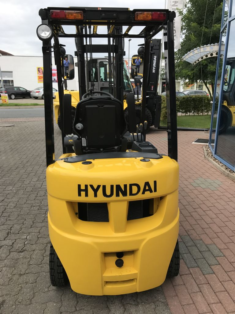 Hyundai-15D-7E-Dieselstapler-www.nikolic-gabelstapler.de