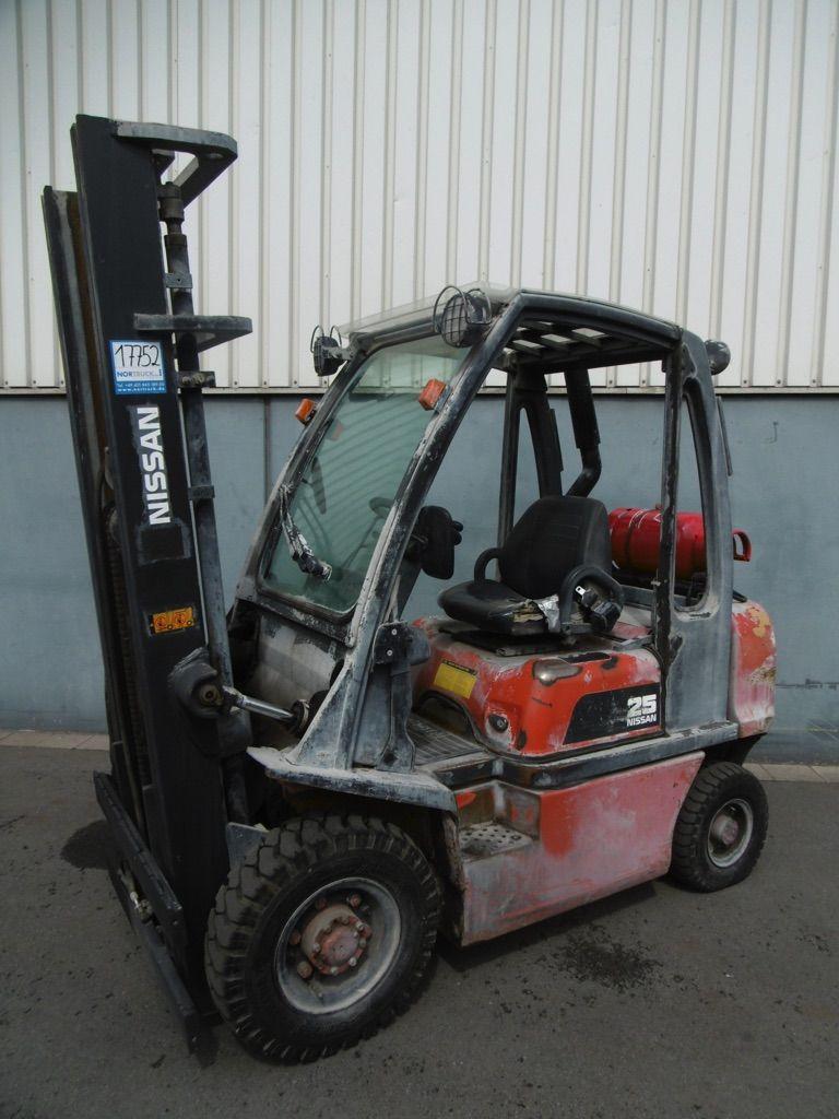 Nissan UD02A25PQ Treibgasstapler www.nortruck.de