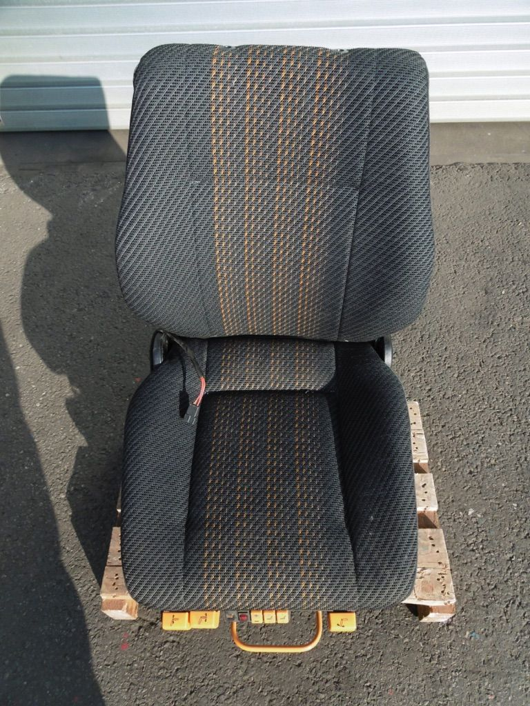 *Sonstige ISRI Stoff luftgefedert 12V Kabinen, Sitze und Fahrerschutzdach www.nortruck.de