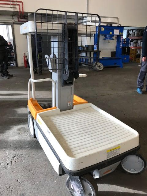 Crown Crown WAV 50-118 Vertical / Personnel Lifts www.staplertechnik.at