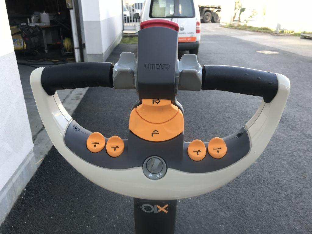 Crown-WP 3080 Elektro-Hubwagen mit Masthub-Niederhubwagen-www.staplertechnik.at