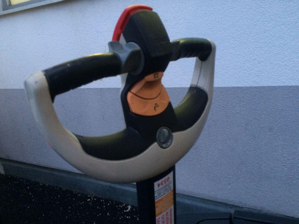 Crown-WE2300-1-6-TT-Hochhubwagen-www.staplertechnik.at