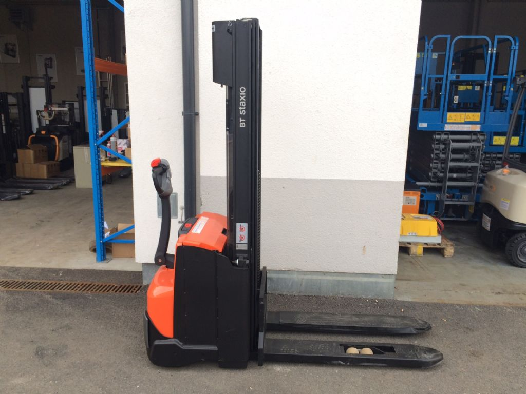 Toyota SWE 140 High Lift stacker www.staplertechnik.at