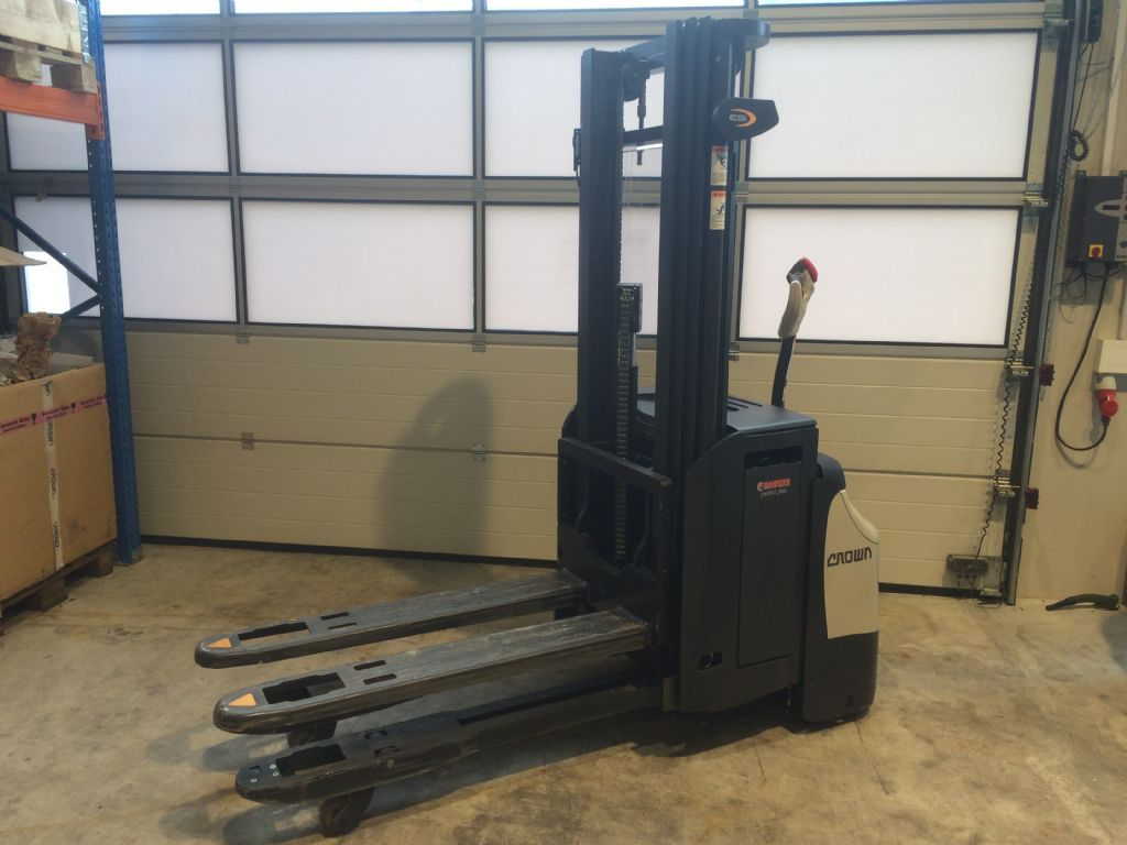 Crown ESi4000 1.4TT High Lift stacker www.staplertechnik.at