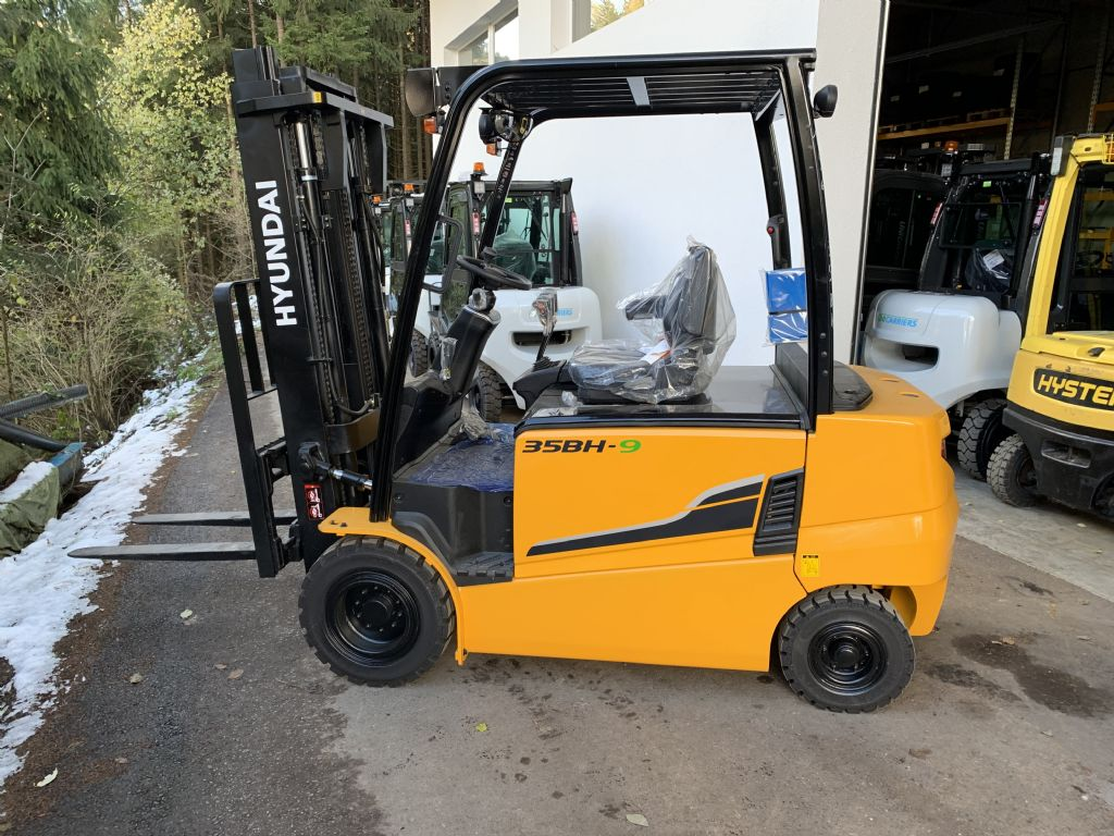 Hyundai 35BH-9 Electric 4-wheel forklift www.staplertechnik.at