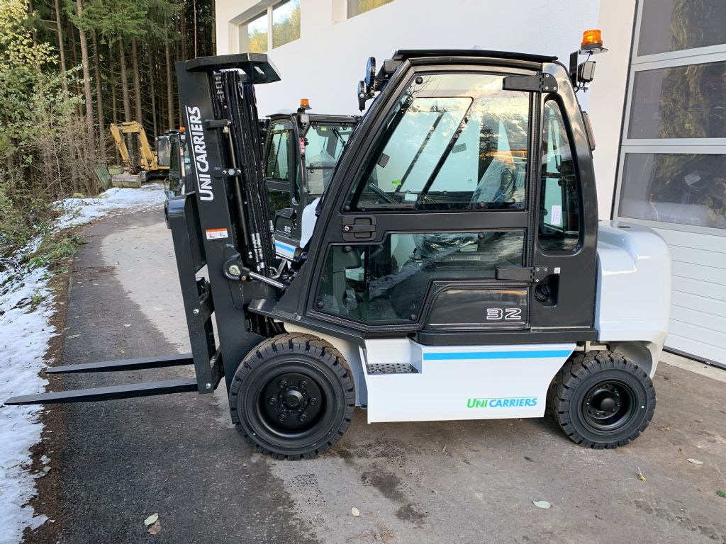 UniCarriers-DX32-Dieselstapler-www.staplertechnik.at