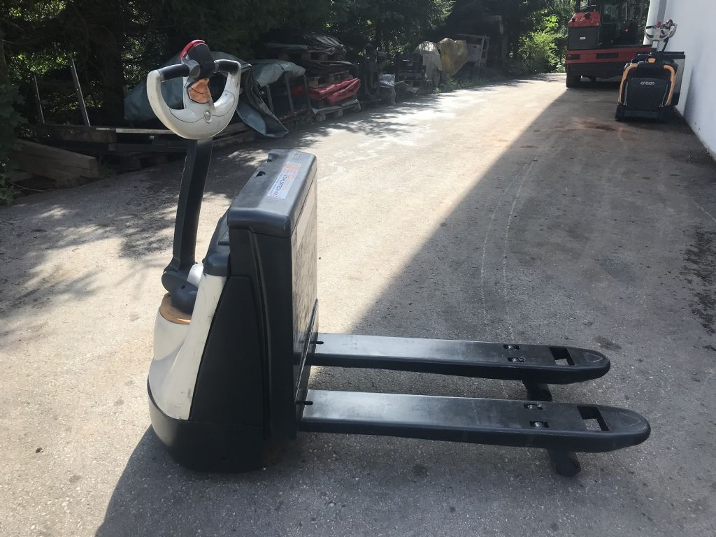 Crown WP 2315-1.6 Electric Pallet Truck www.staplertechnik.at