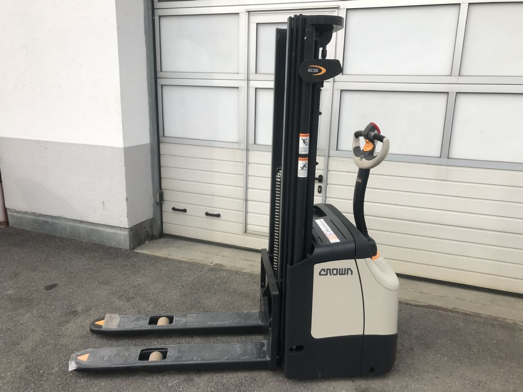 Crown ES 4000 1.2 TL High Lift stacker www.staplertechnik.at