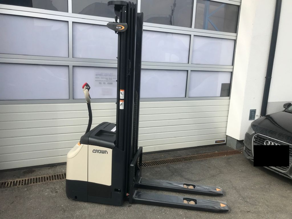 Crown-ES 4000 1.6TT-Hochhubwagen-www.staplertechnik.at