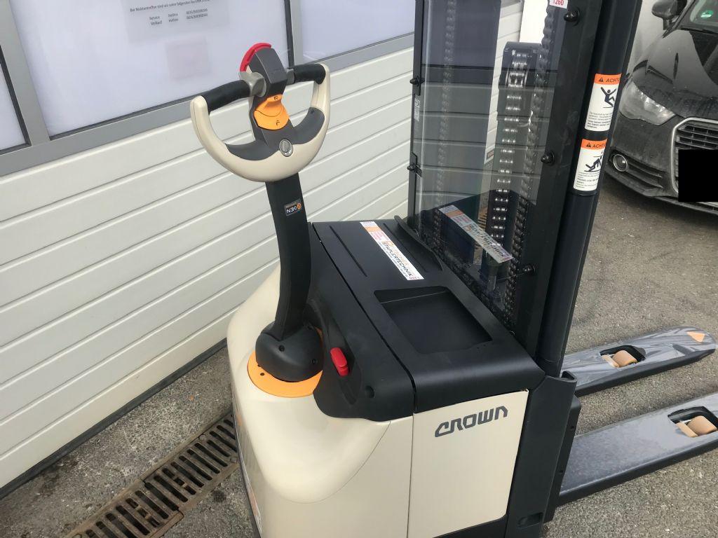 Crown-ES 4000 1.6TT-Hochhubwagen-www.staplertechnik.at