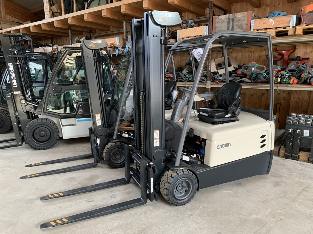 Crown SCT 6060 - 2.0 Electric 3-wheel forklift www.staplertechnik.at