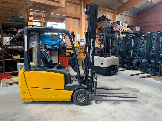 Jungheinrich EFG216 Electric 3-wheel forklift www.staplertechnik.at
